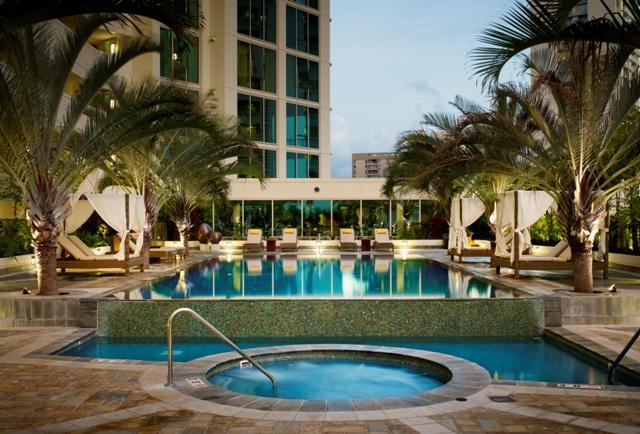 Allure Waikiki condo and pool area