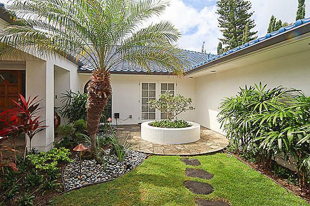 Portlock Road Tropical Garden Area