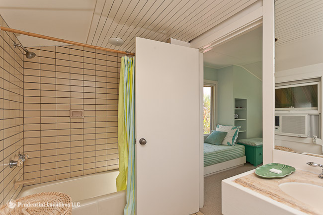 Royal Circle Guest Bathroom