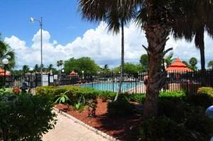 De Soto Park Condo South pool
