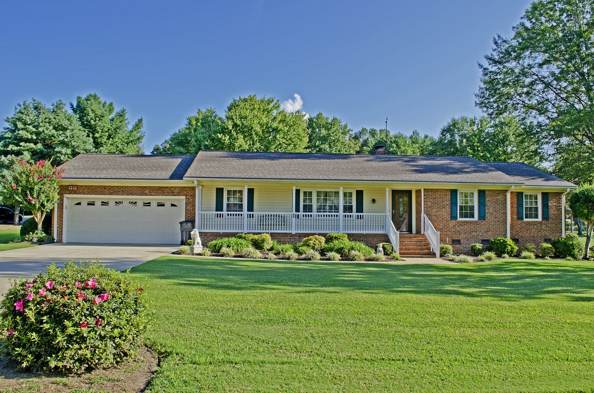 Beautiful brick ranch greenville sc home for sale 1 for Beautiful ranch homes