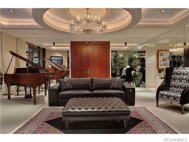 Pinnacle PH Living Room