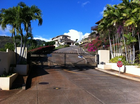 Gated Entry to Kahala Pacifica