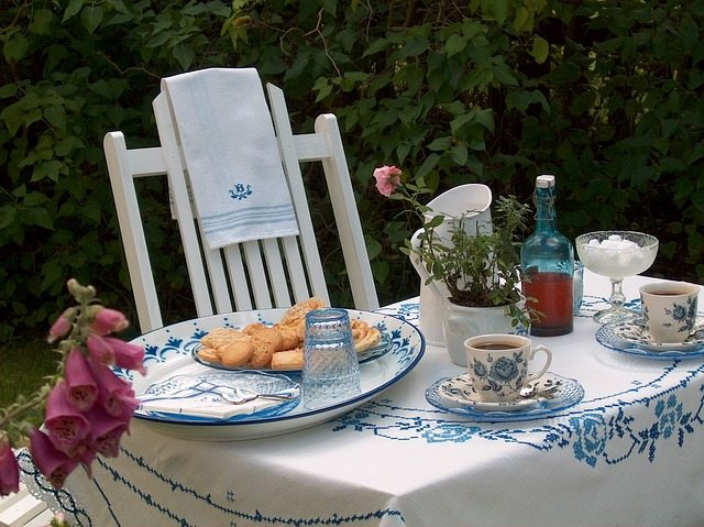 table with vintage dinner plates