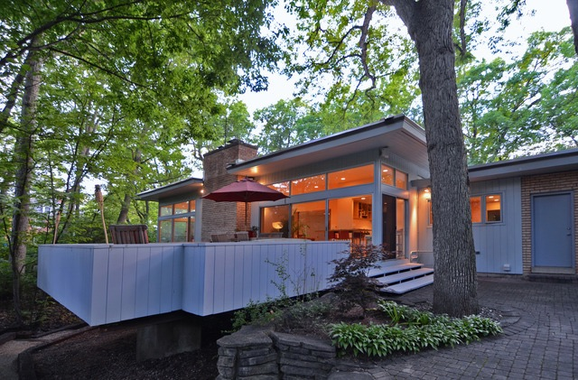 Contemporary house in Highland Park IL