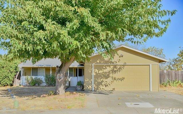 Rosemont home in contract | Sacramento California real estate agent Jesse Coffey | 3463 Nut Plains Dr Front