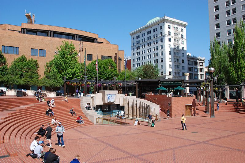 Finding a condo in downtown portland oregon for Living room realty portland or