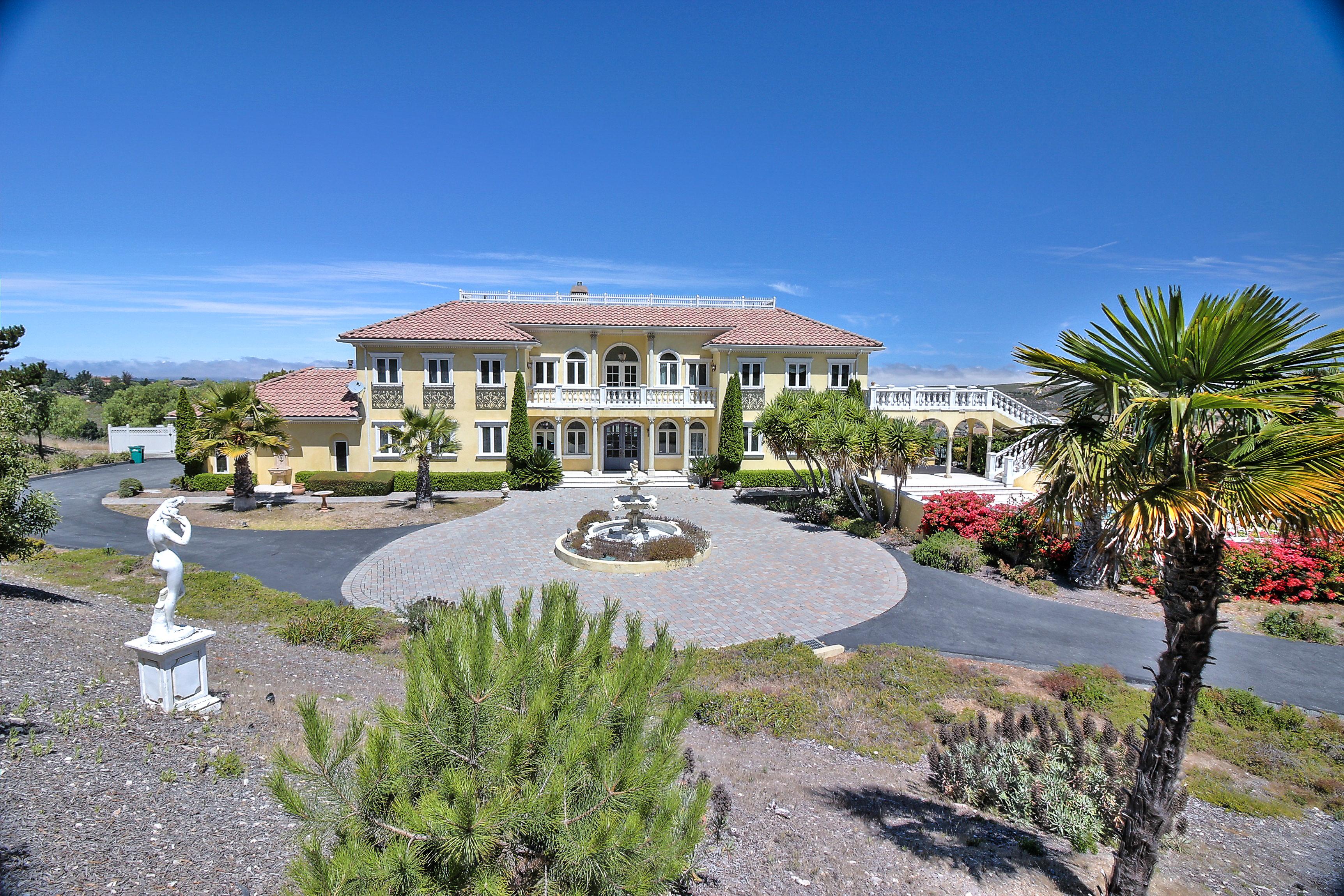 11560 Spur Rd., Monterey, CA 93950 exterior