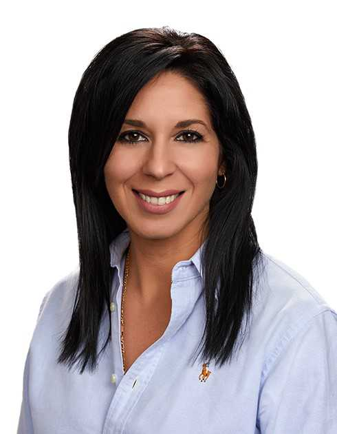 Marilyn Escobar, Broker
