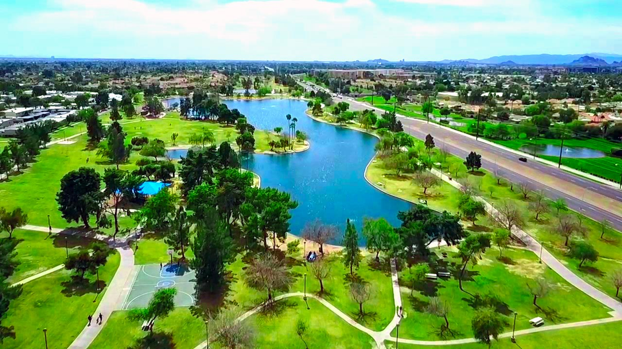 PERFECTLY LOCATED PARK SCOTTSDALE NEIGHBORHOOD