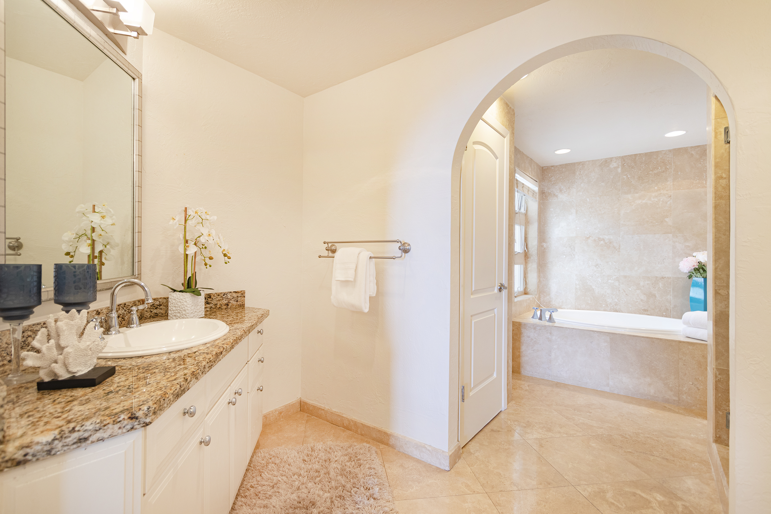 Master bathroom at 113 Lumahai Street