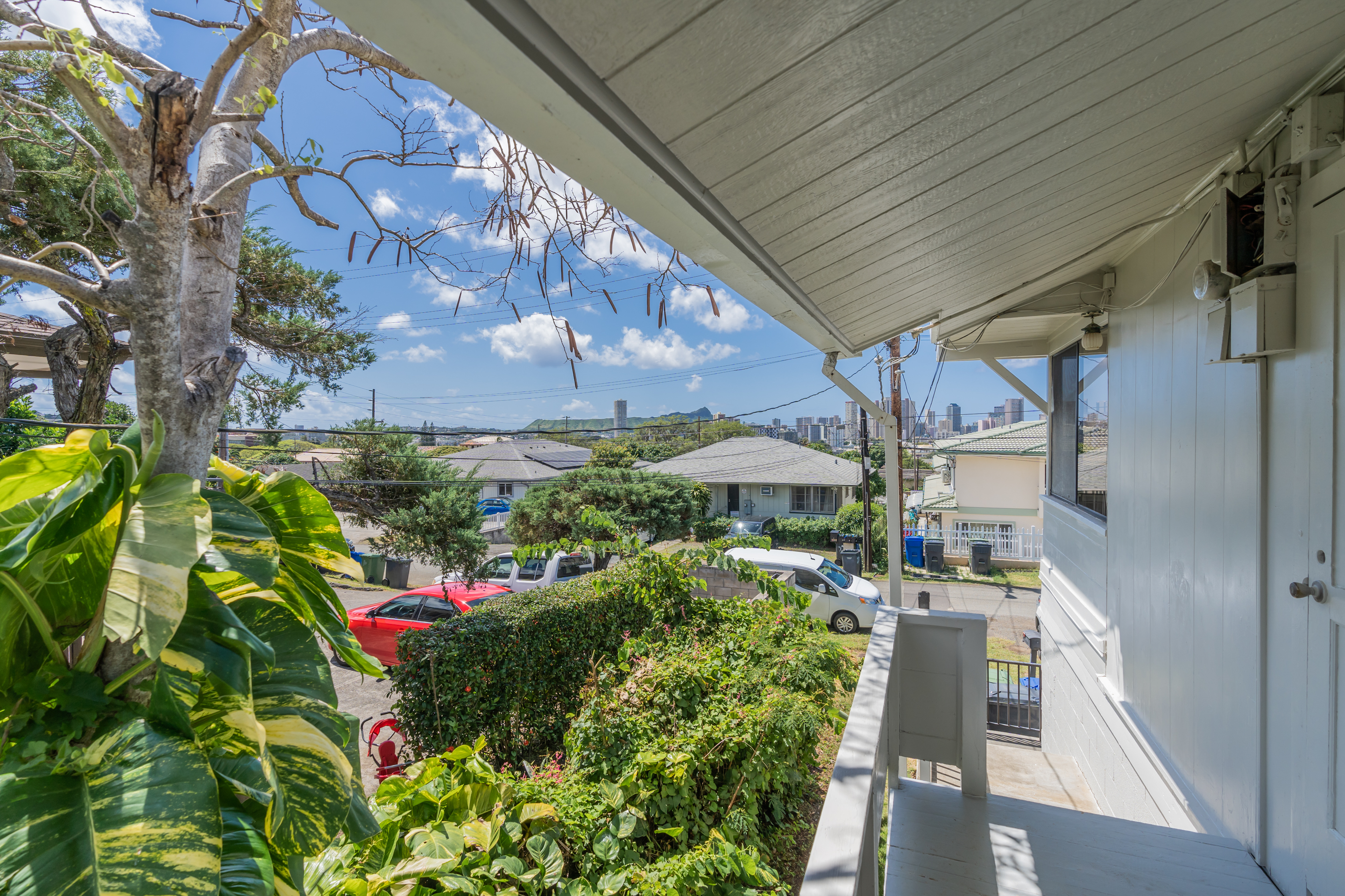 Side of home view at 2238 Seaview Avenue