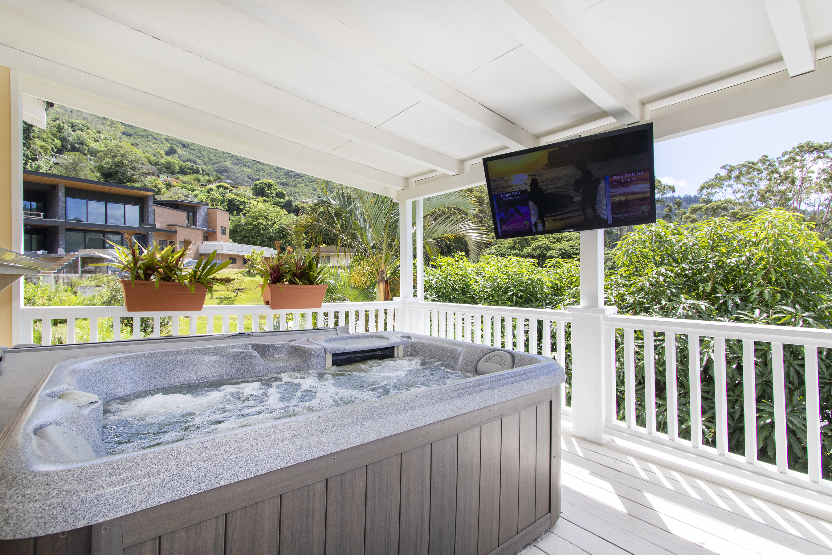 Jacuzzi at 3663 Woodlawn Drive