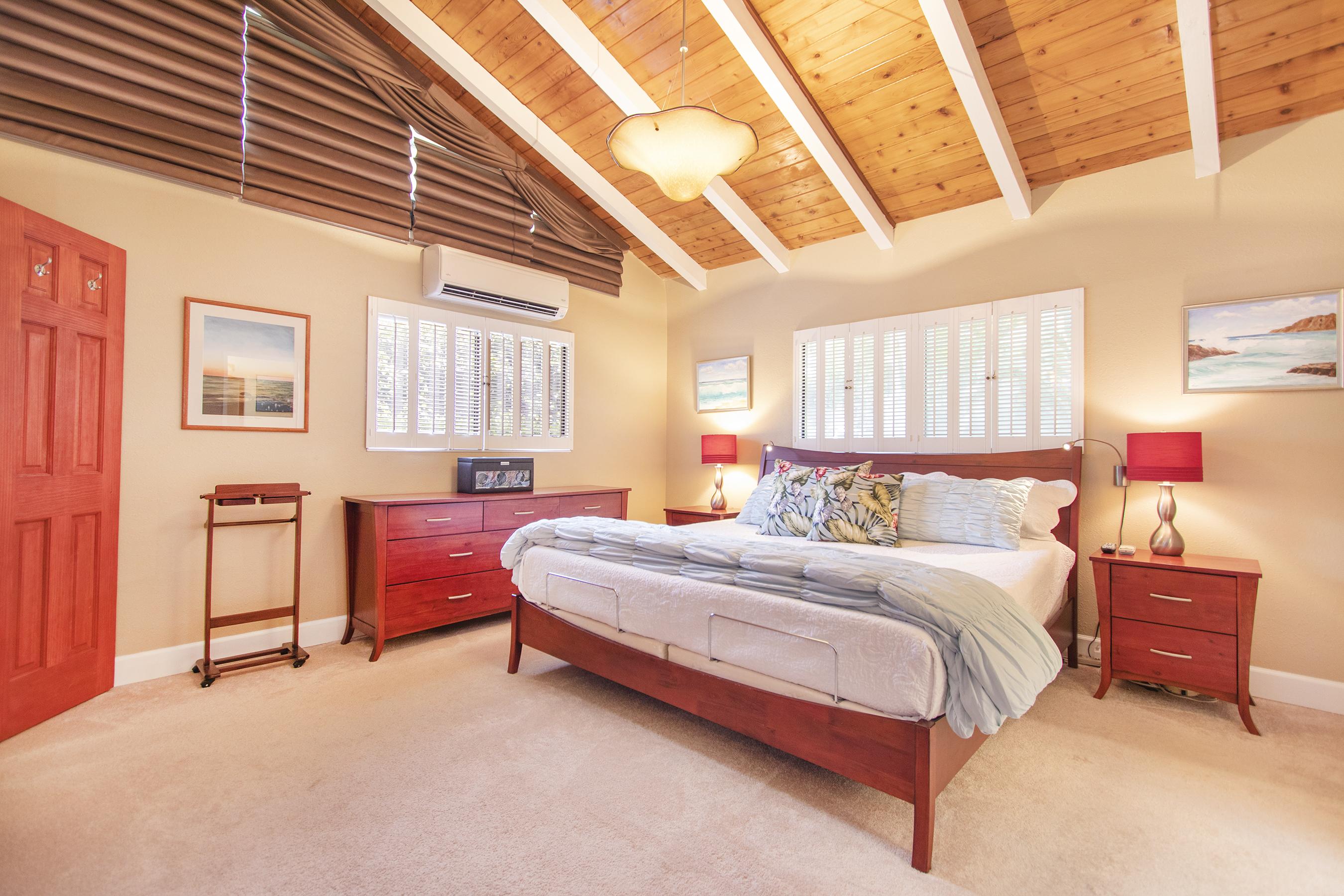 Master bedroom at 3663 Woodlawn Drive