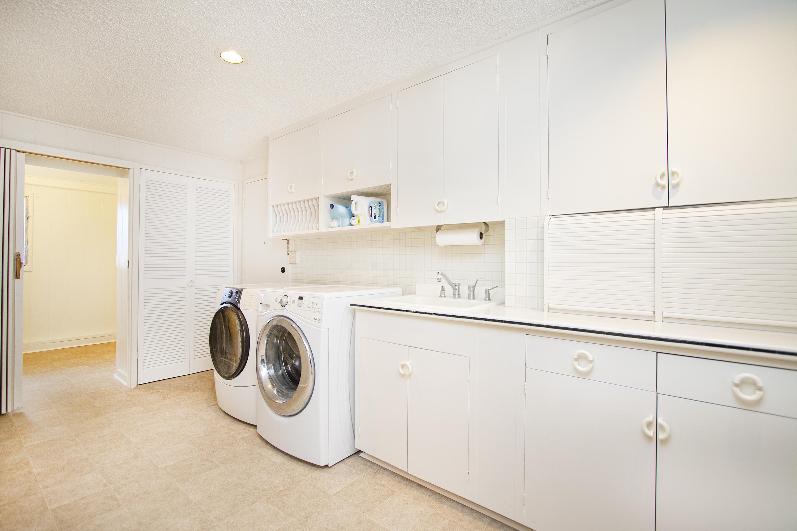 Laundry area at 380 Puiwa Road, Honolulu, HI 96817