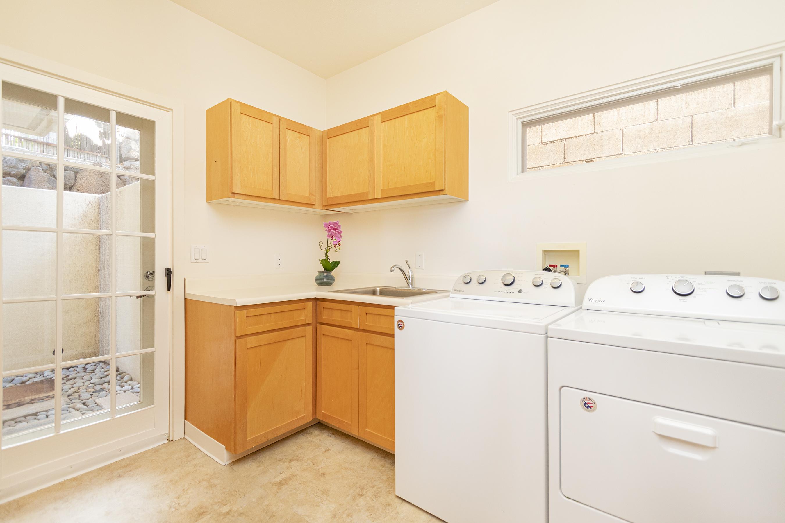 Laundry room at 4323 Kaikoo Place, Honolulu, HI 96816