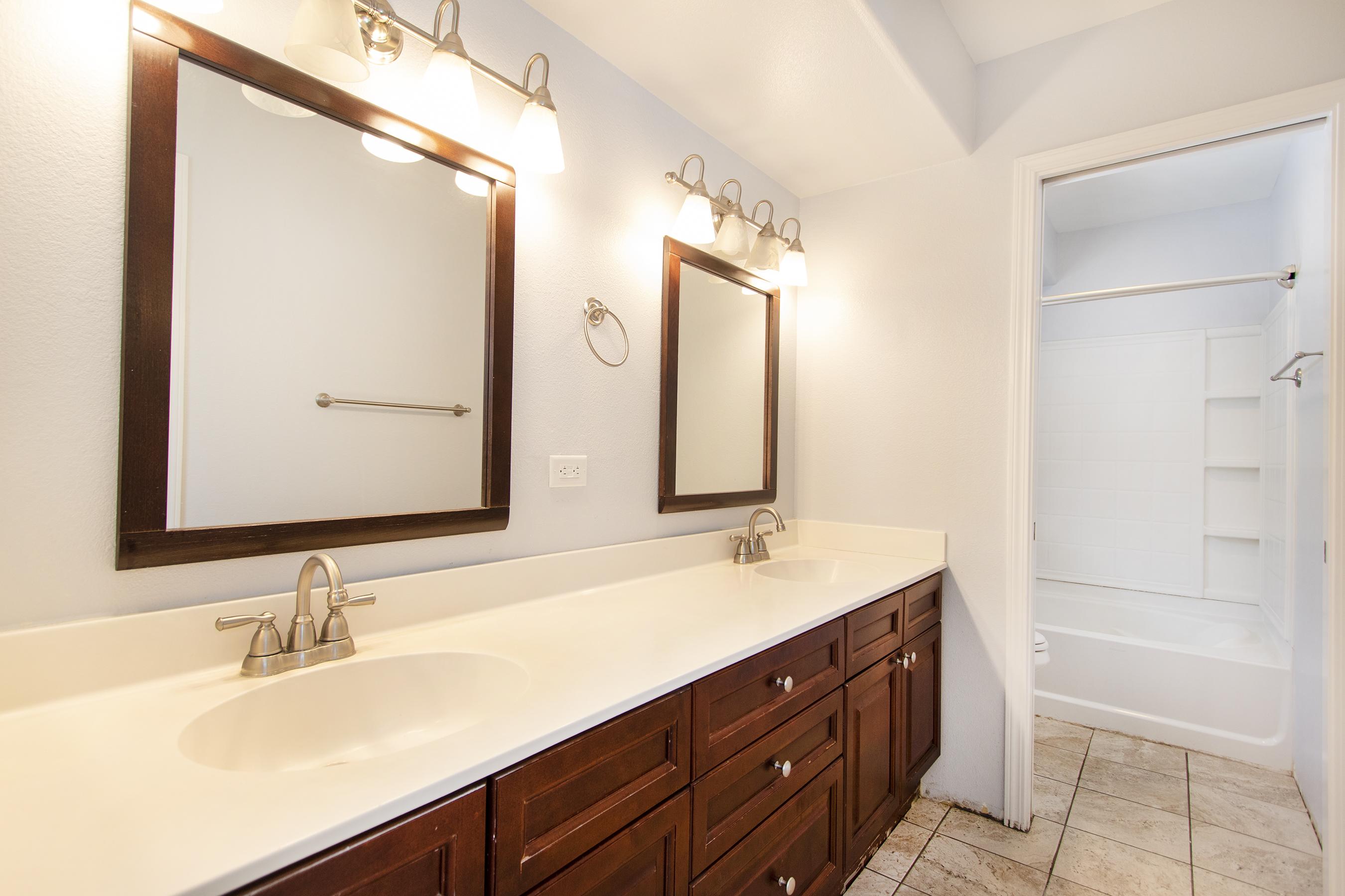 Master Bathroom at 91-1200 Keaunui Drive #14