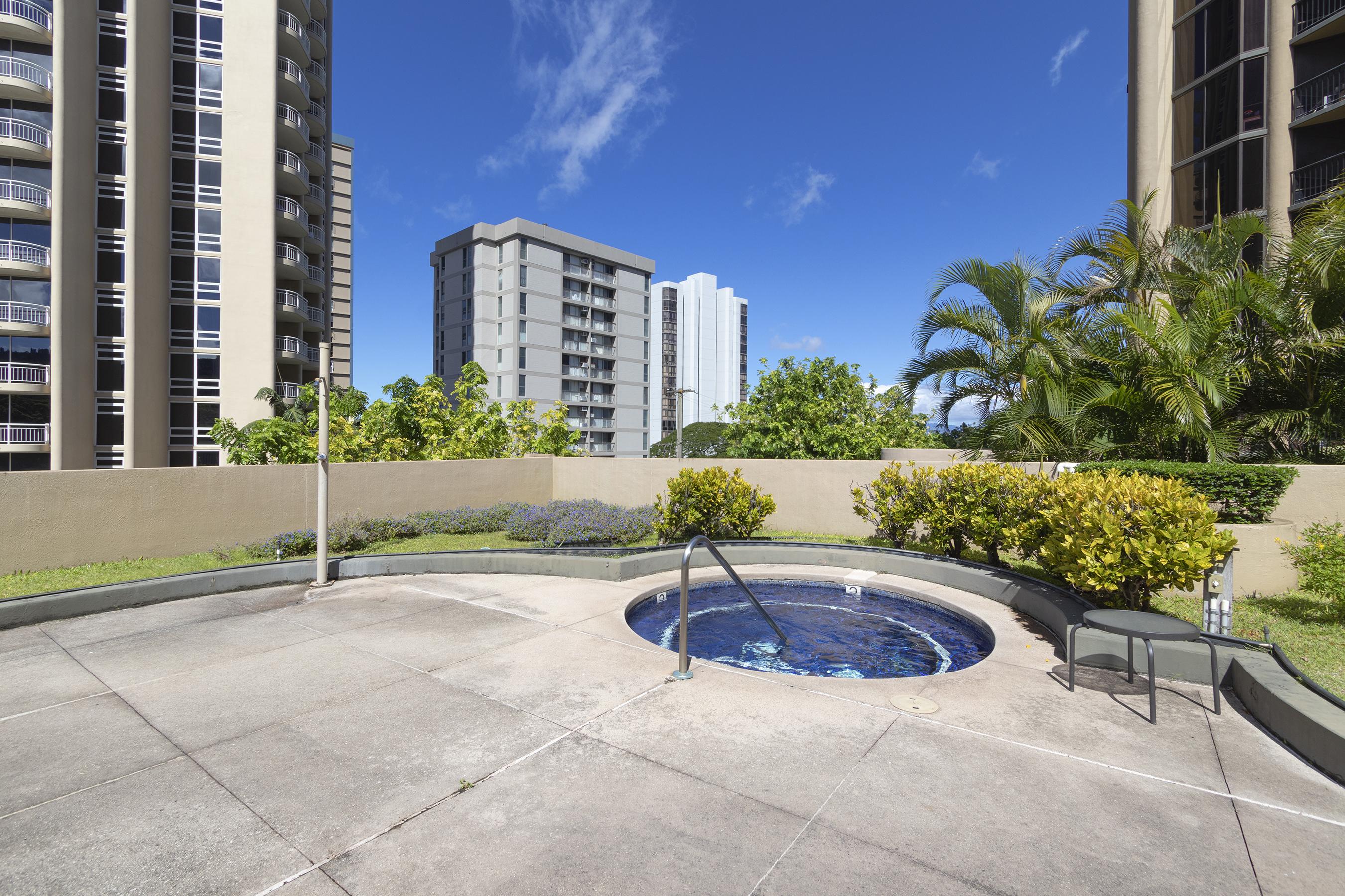 Jacuzzi at 2101 Nuuanu Ave #I/1806 Honolulu, HI 96817