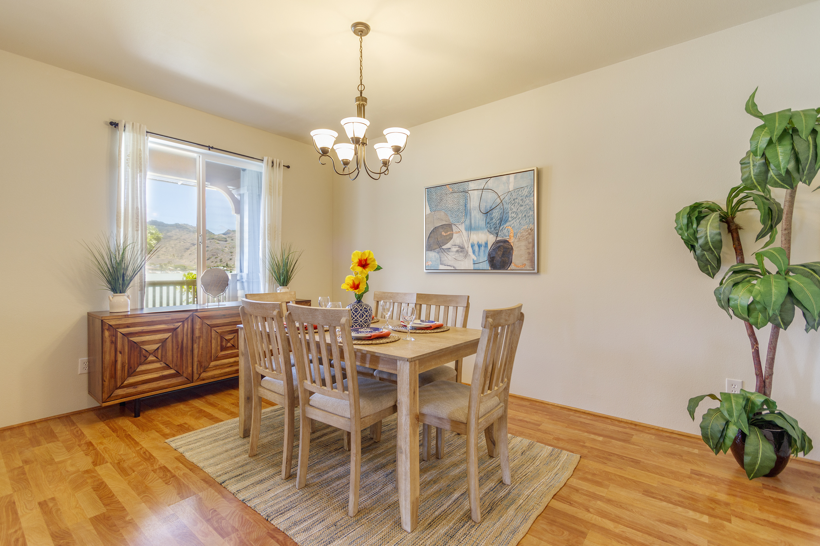 Dining area at 580 Lunalilo Home Road VB2409