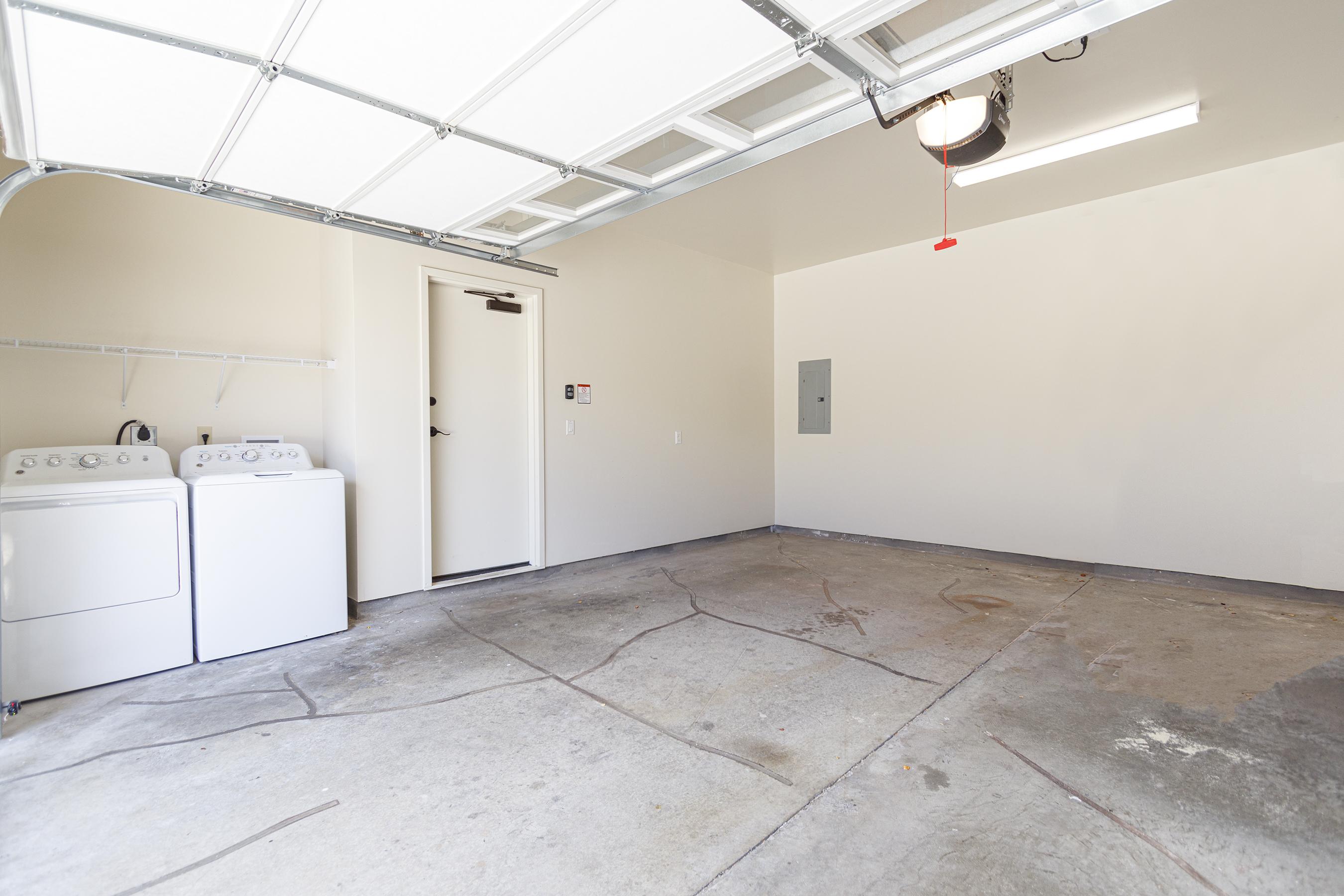 Laundry and garage at 580 Lunalilo Home Road VB2409