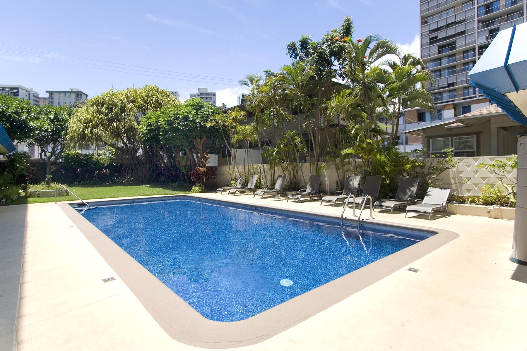 Pool at 1535 Pensacola St #711, Honolulu, HI 96822