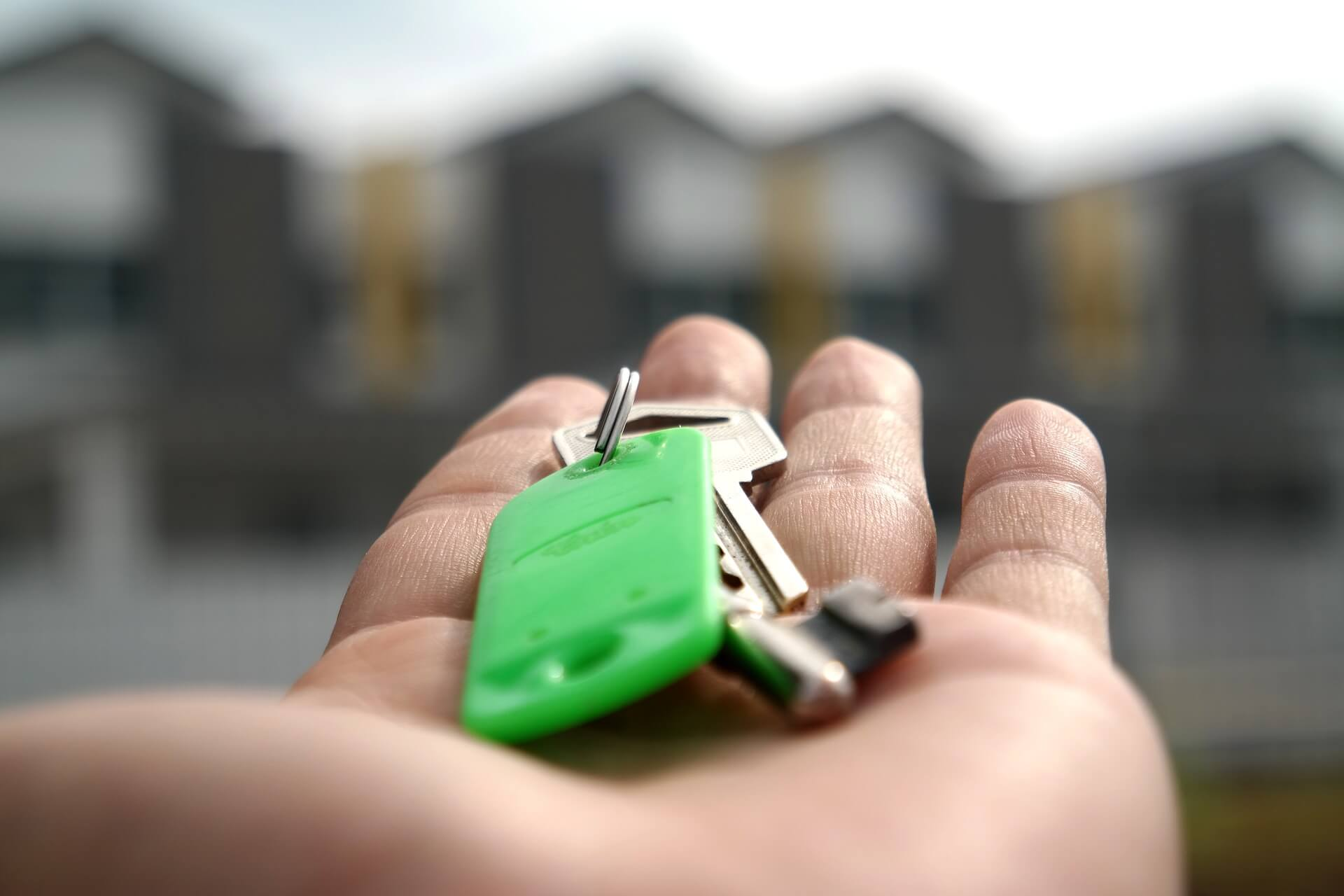 Work with an experienced real estate agent to help you decide between buying a condo or a house.
