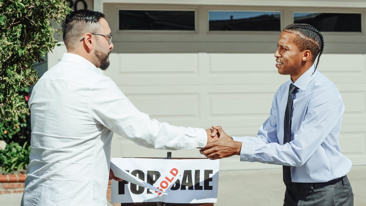 An exclusive buyers agent is versed in the latest real estate market trends