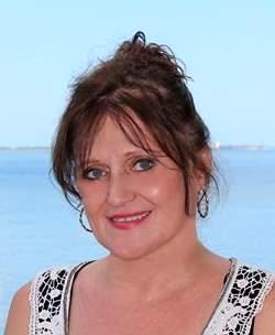 image of Deborah Kowal, real estate agent at CENTURY 21 Coast to Coast