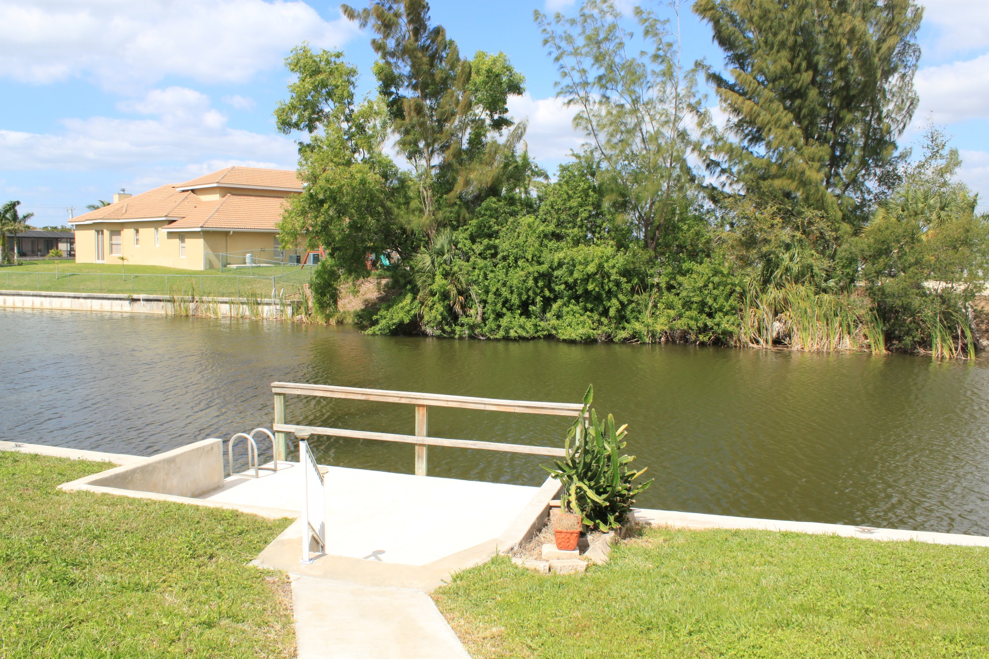 2327 SW 22nd St. Cape Coral, FL 33991 -Canal View 3