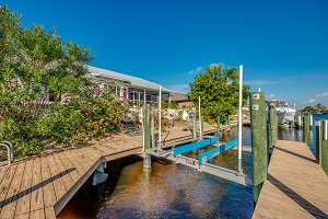 Boat Lift and dock 3225 SE 10th Ave Cape Coral