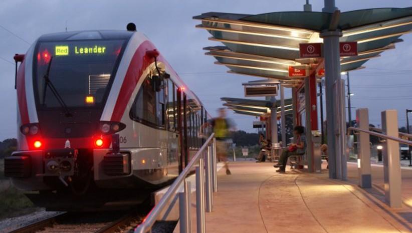 Leander Train Slider