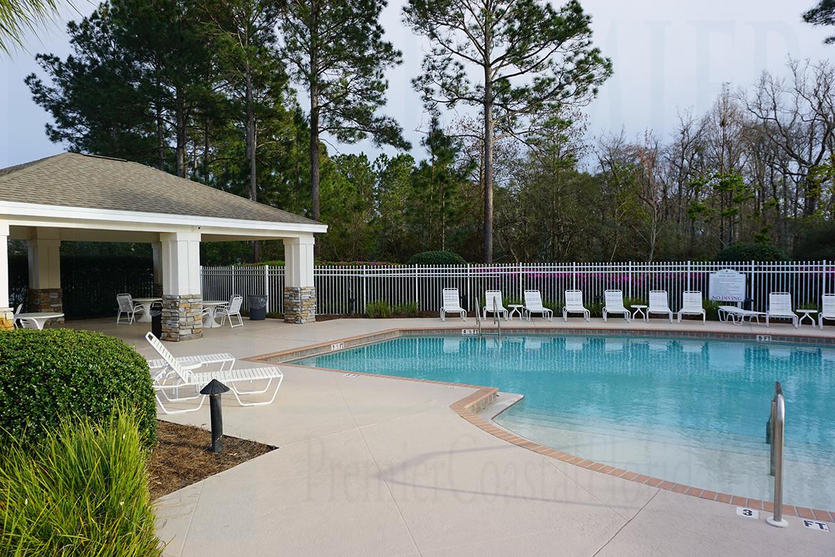 Hammocks pool