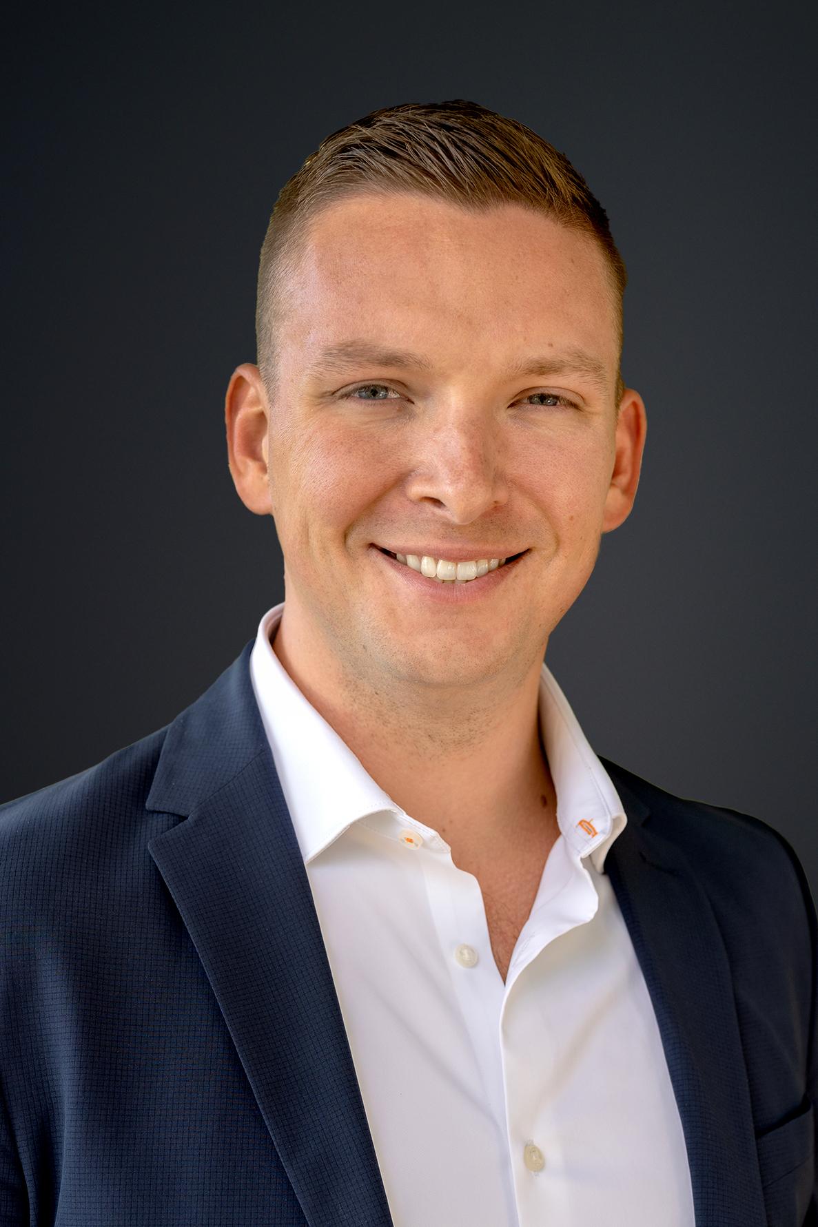Cameron Savinski Headshot