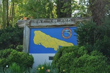 fox island sign