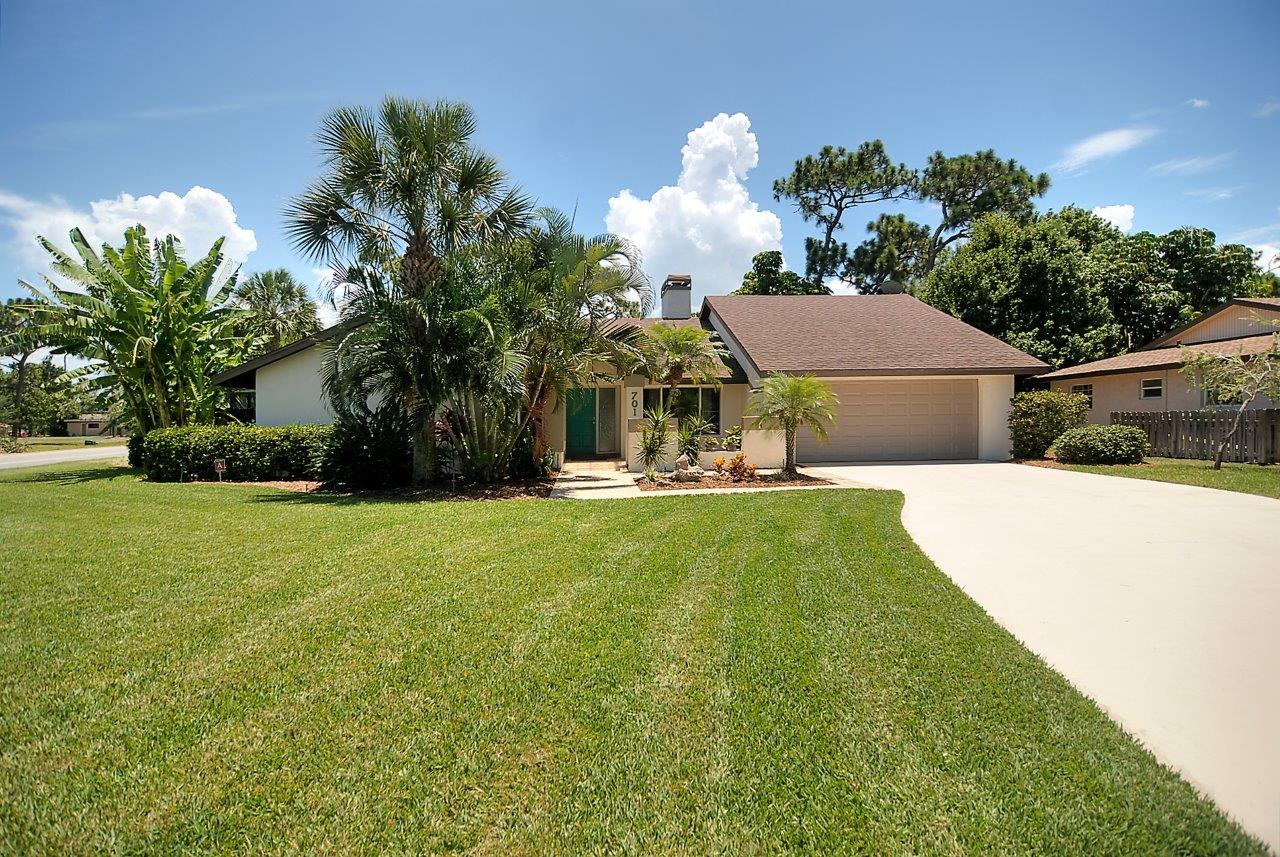 The Coastal Estate Team Just Sold this Suntree pool home on the golf course!