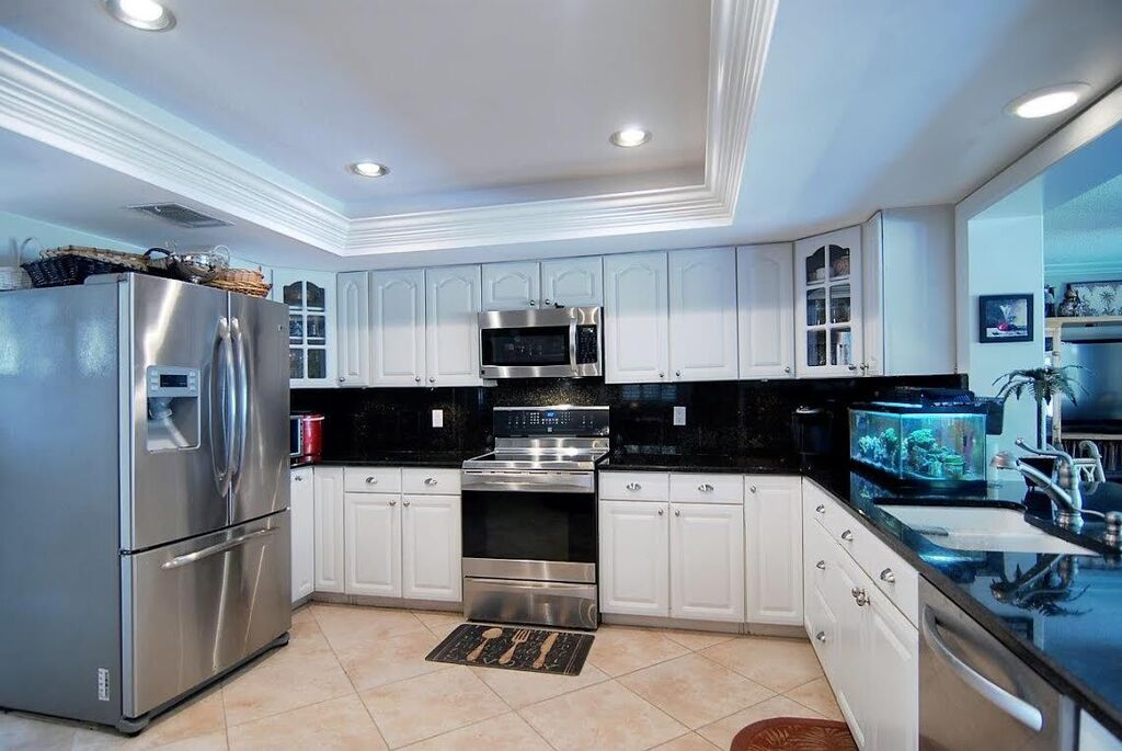 Large kitchen with convenient pass through to family room