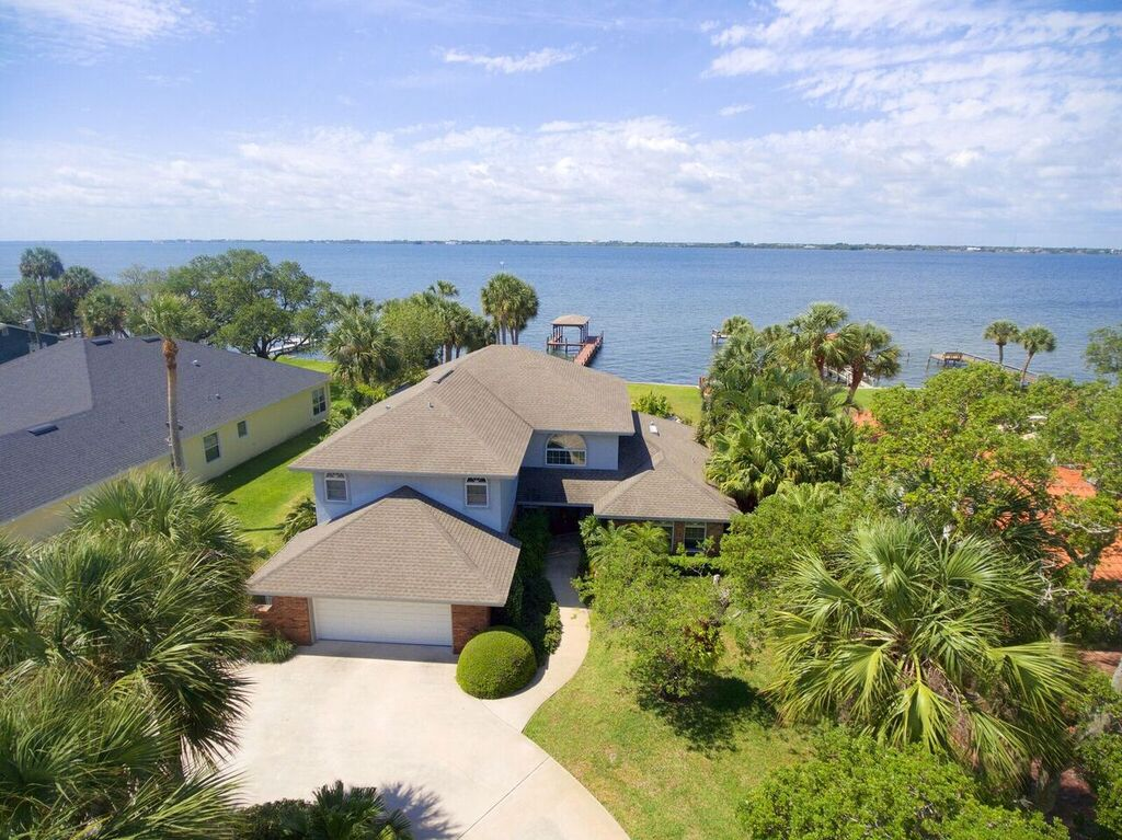 Melbourne Beach, FL Real Estate: JUST REDUCED BY $100,000! Melbourne Beach Direct Riverfront Estate