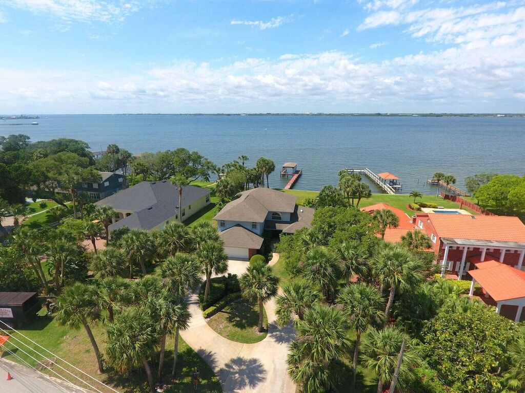 Melbourne Beach, FL Real Estate: Just Listed this Direct Riverfront Melbourne Beach Estate!