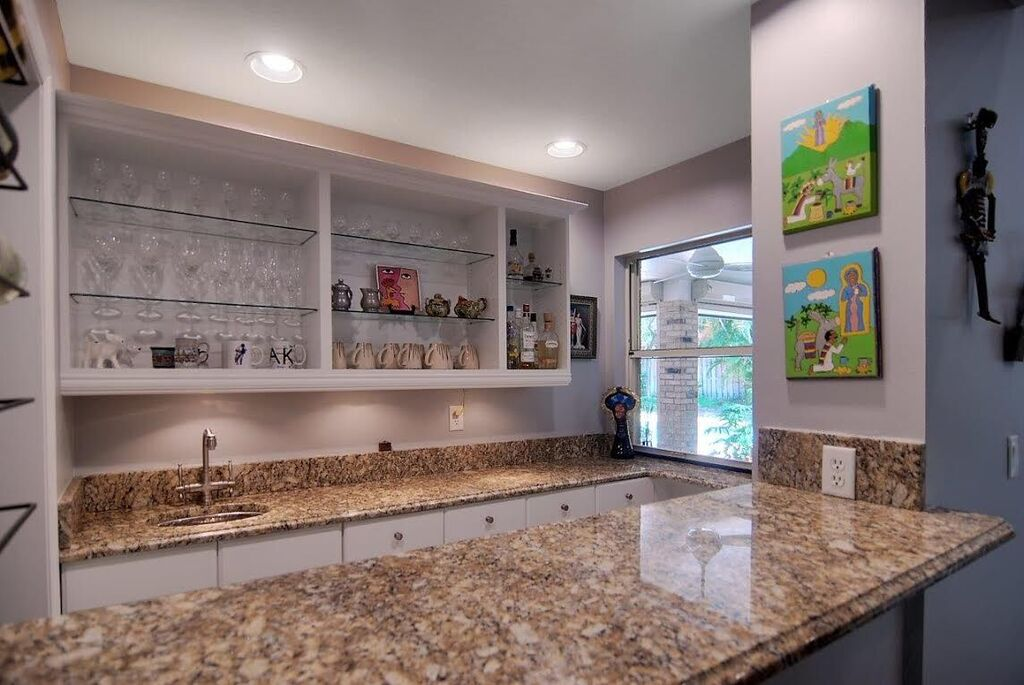 Coffee Bar/Wet Bar, Great for Entertaining!
