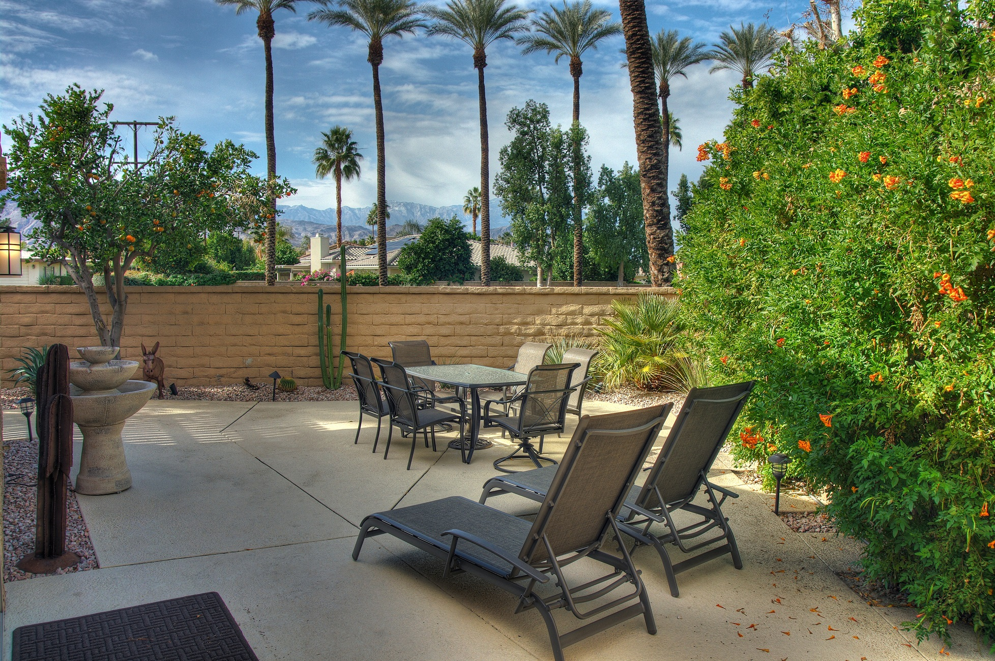 Open House Remodeled Central Palm Desert Condo