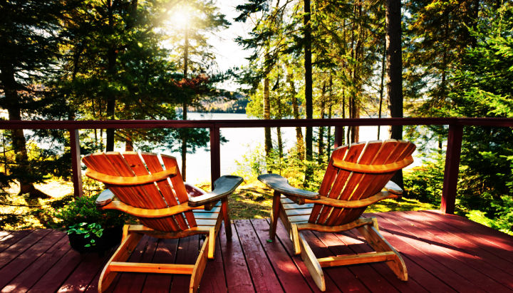 lake-house-porch-chairs-vacation-home