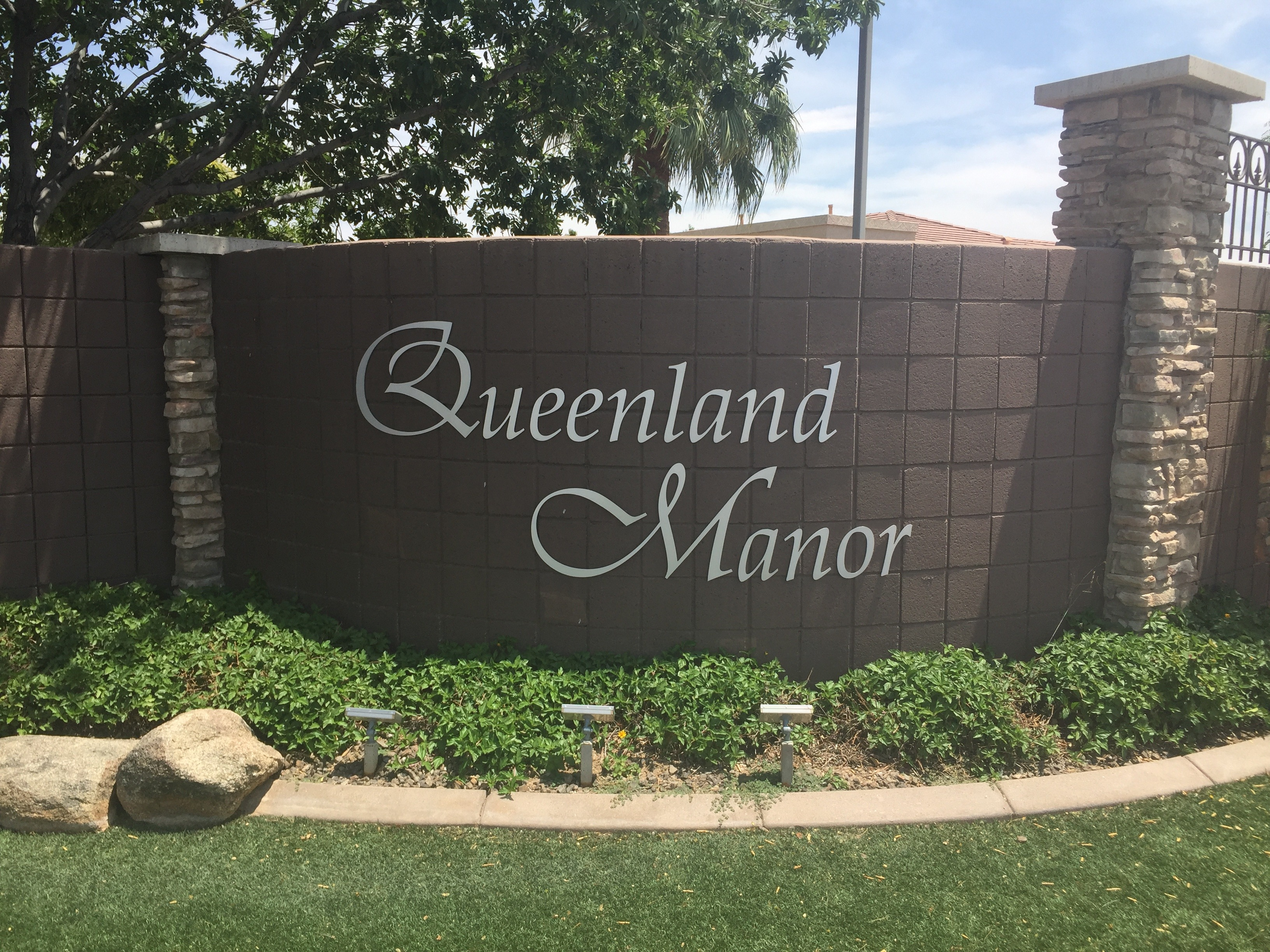 Queenland Manor