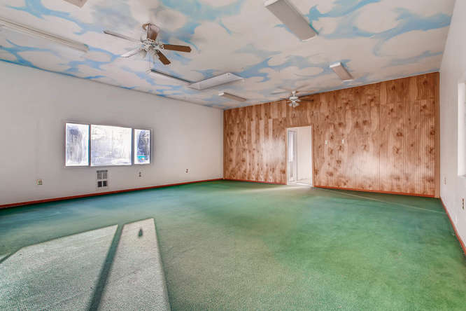 Main floor 11ft ceilings