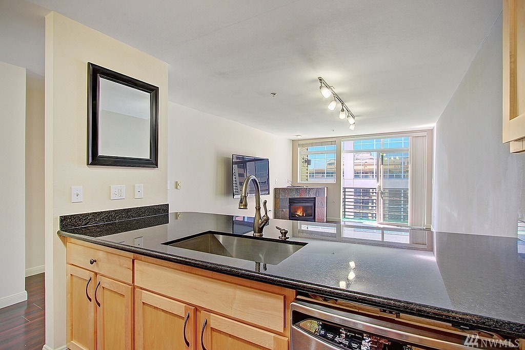Downtown Bellevue Condo-Stainless Appliances