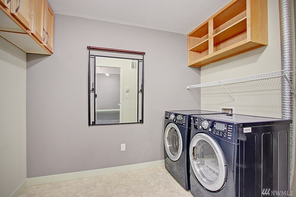Downtown Bellevue Condo-Washer Dryer In Unit