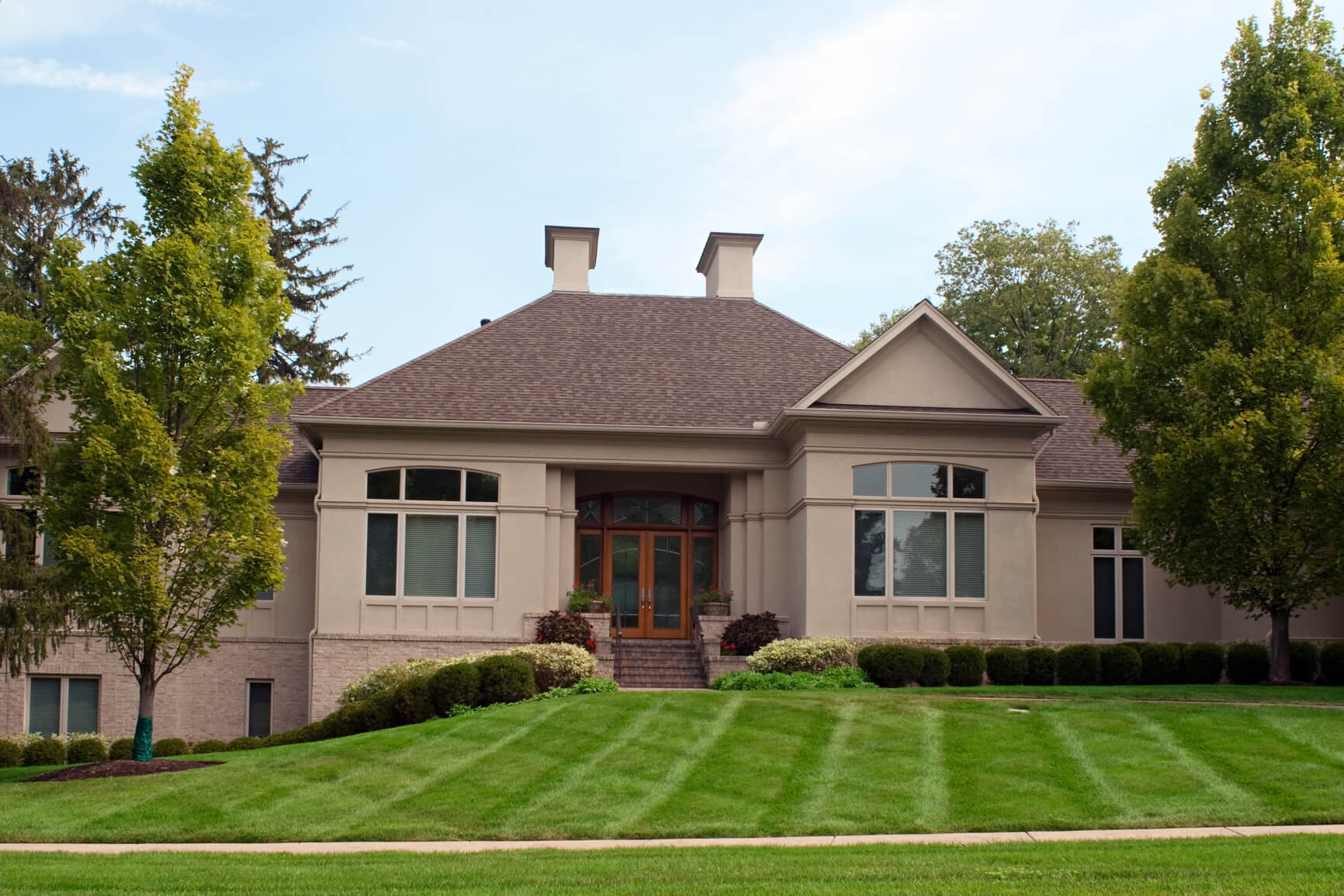 Budget-Friendly Curb Appeal Ideas: Keep your lawn mowed and manicured