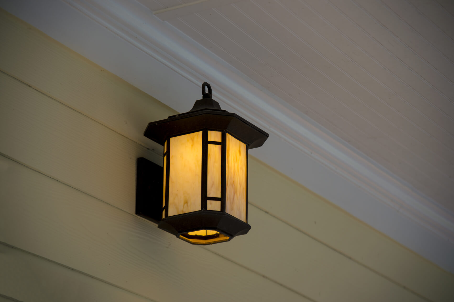 Budget-Friendly Curb Appeal Ideas: Update the porch light