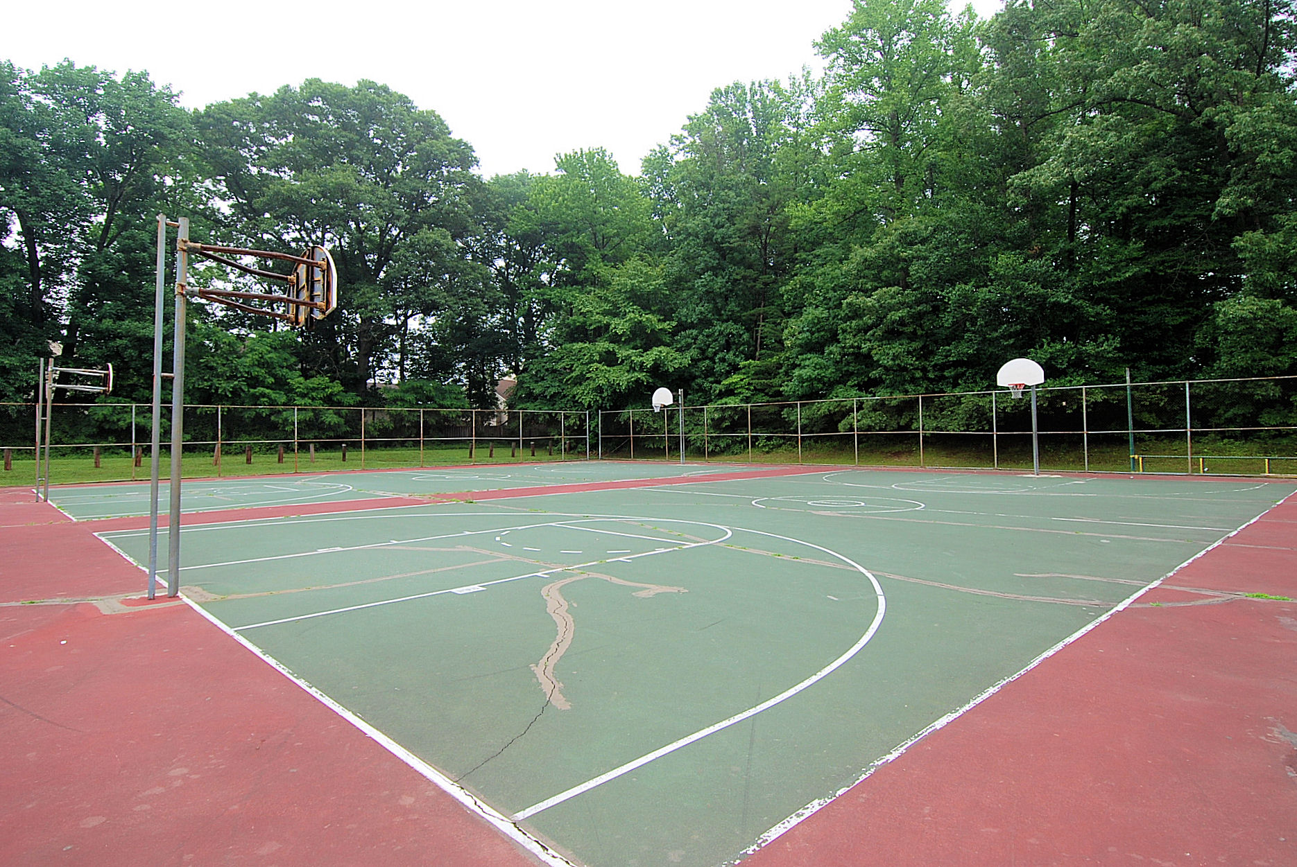 Piney Orchard basketball courts
