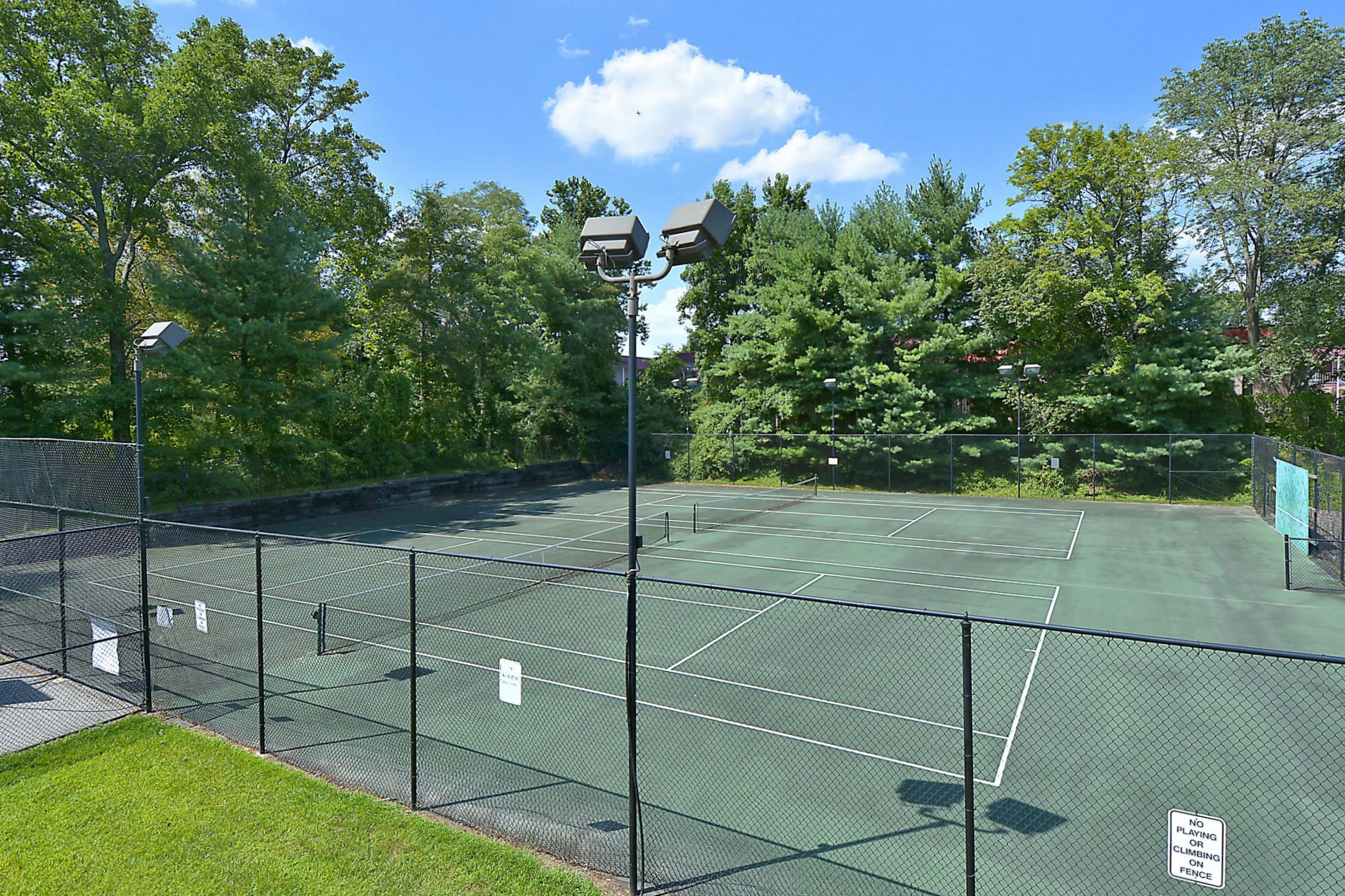 Seven Oaks tennis Courts