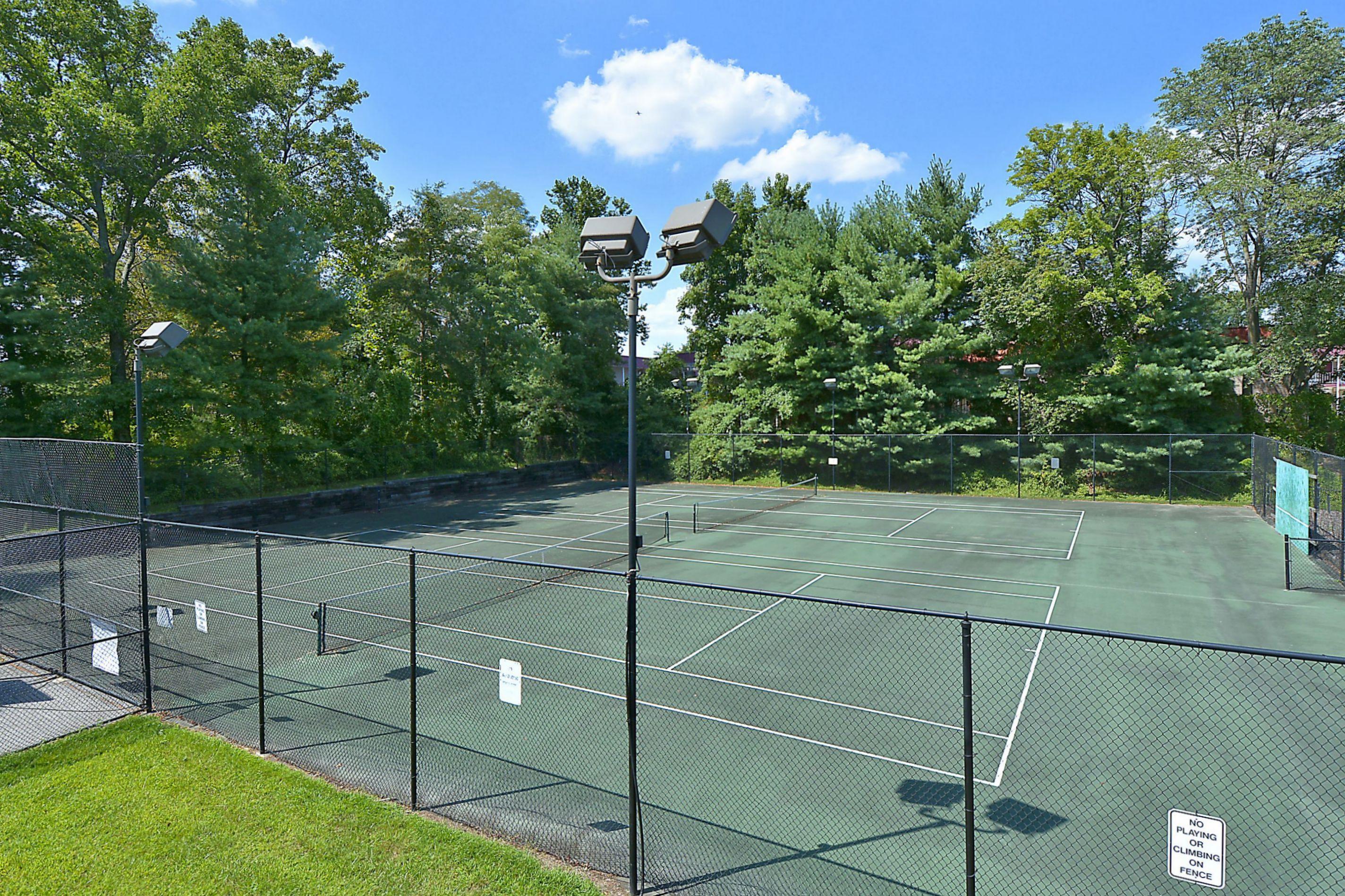 Seven Oaks tennis Courts